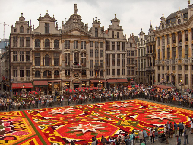 Guild Houses - Grote Markt - Grand'Place Brussels - Flowercarpet © John Kotsopoulos