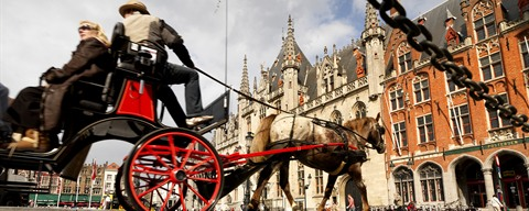 Horse carriage at the Market Square in Bruges © www.milo-profi.be