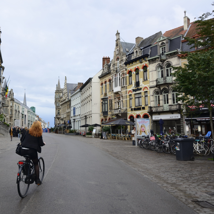 Bicycling through Ghent ©superchinois_Gent