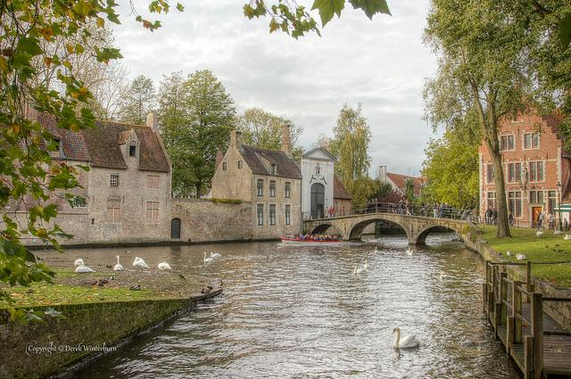 The beguinage bridge Bruges © Derek Winterburn (https://creativecommons.org/licenses/by-nc-nd/2.0/)