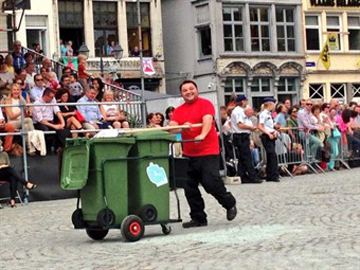 poo collector - Hanswijk Procession - Mechelen