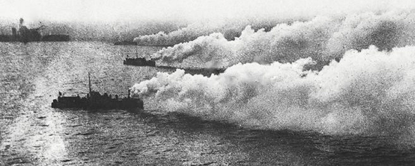 British ships laying a smokescreen - @Tomas Termote + Carl Decaluwé