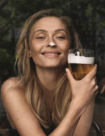 Women turned onto beer - VisitFlanders - Belgian Beer ©VLAM vzw