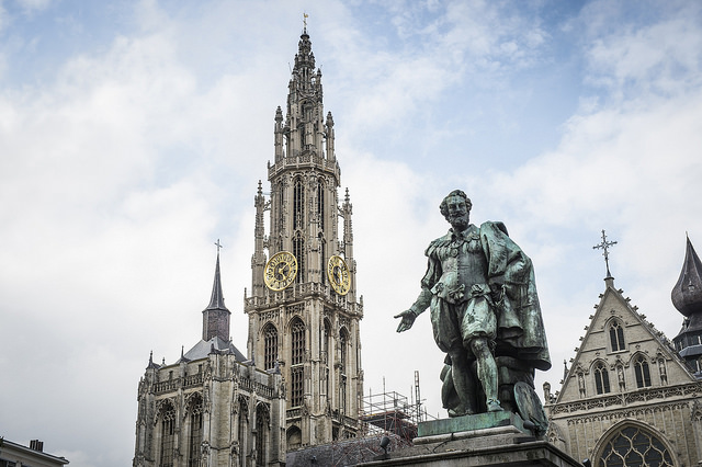 A day in Antwerp - Groenplaats with statue of Rubens © Kris Jacobs