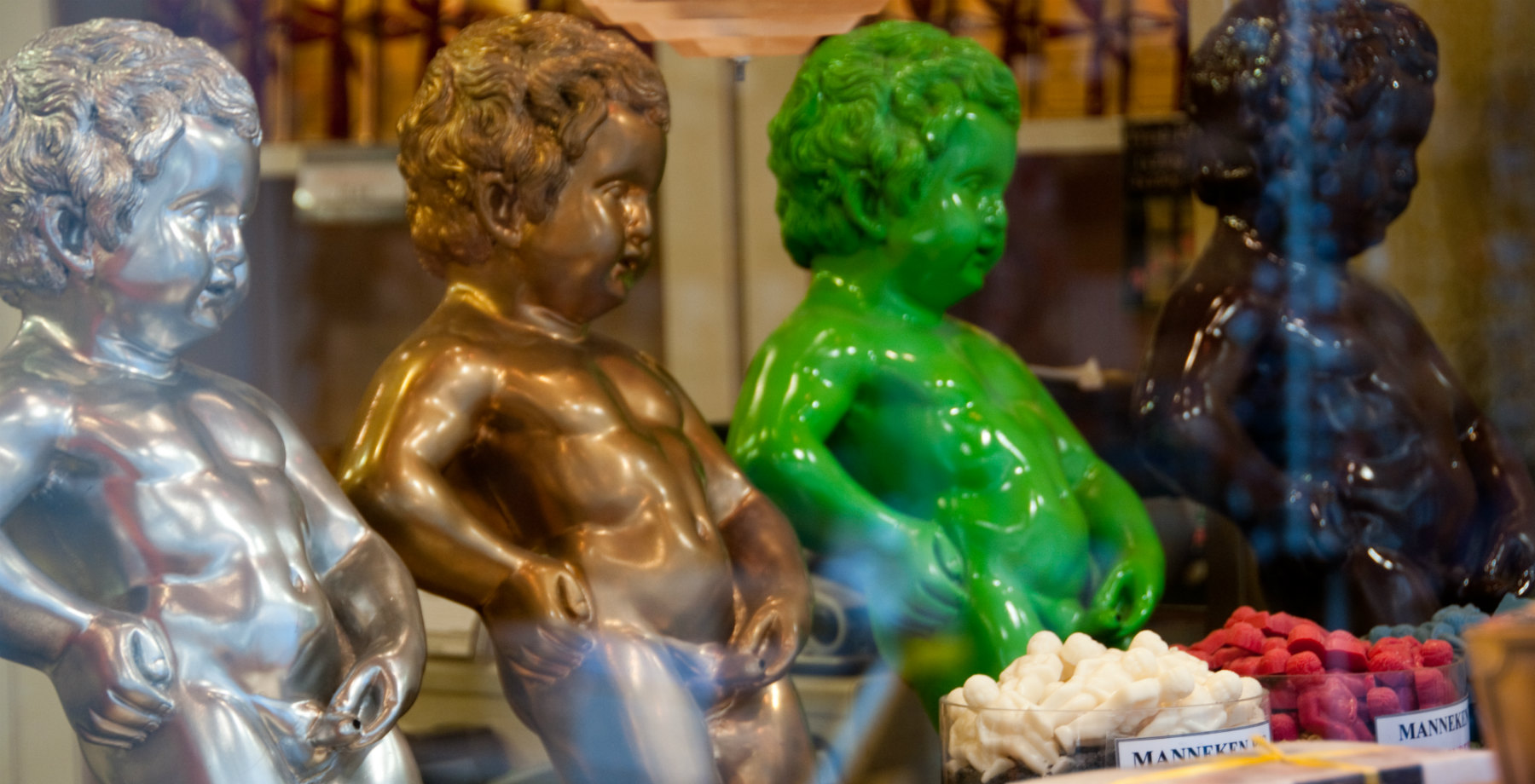 Colourful statues of Manneken Pis Brussels (c) Pieter Heremans