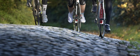 Cyclists on cobblestones in Flanders © www.milo-profi