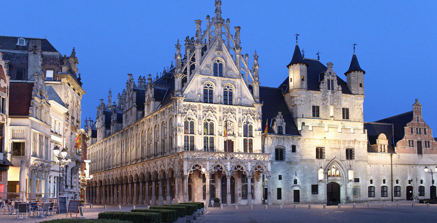 Municipio di Mechelen by night