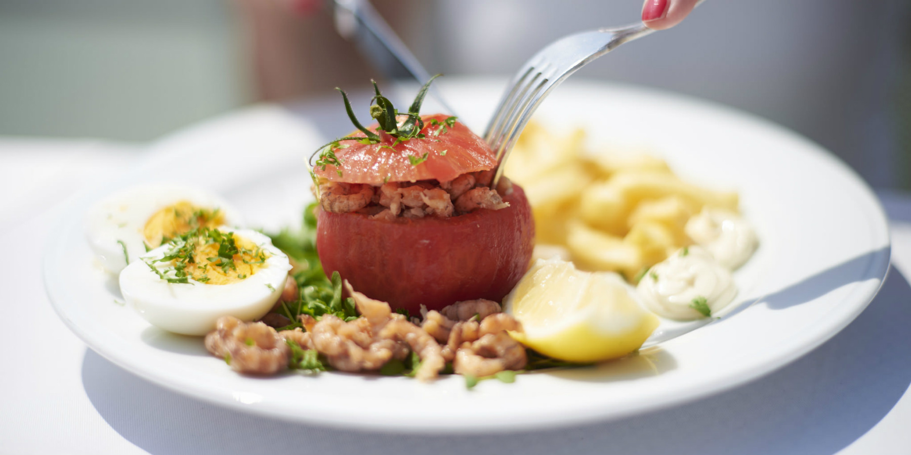 tomato filled with shrimps (c)Sofie Coreynen