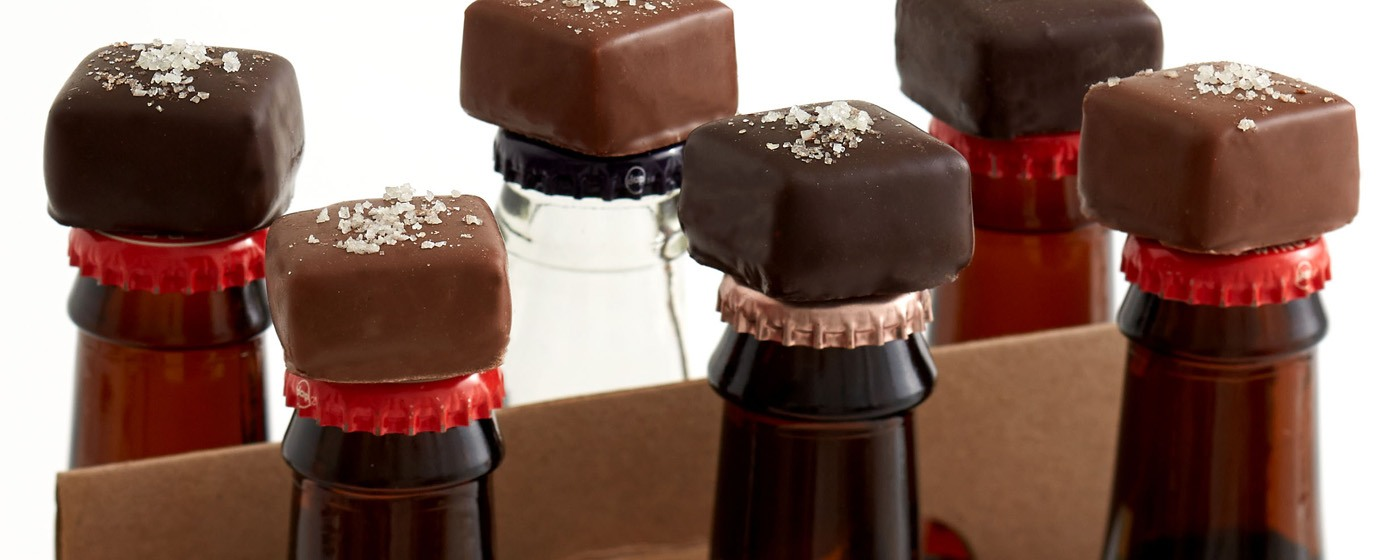 Beer bottles with chocolates © www.pinstopin.com