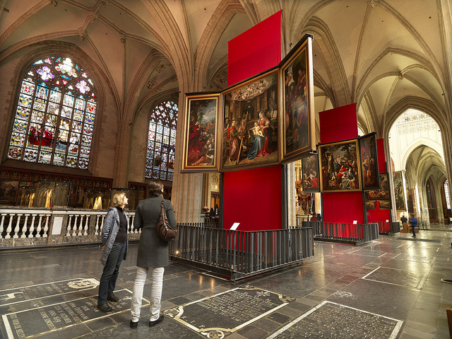 Interior of Our Lady Cathedral Antwerp © www.milo-profi.be