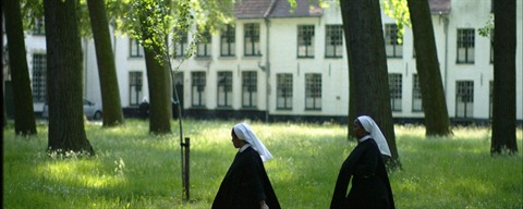 Beguines in beguinage of Bruges (c) Michel Vaerewijck