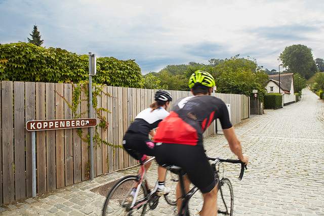 Couple cycling on the Koppenberg - ©Steven Ledoux